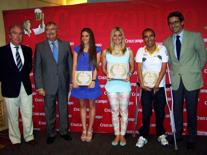 Foto de familia premiados y autoridades